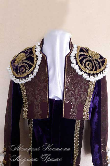 испанский костюм крупный план