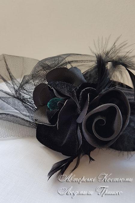 костюми на хеловін - капелюшок з вуаллю чорного кольору
