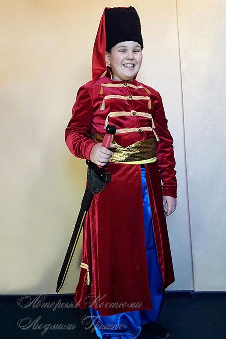 костюм стрельца - фото в папахе с мечом