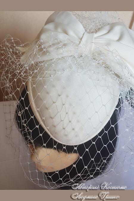 шляпка с бантом и вуалью ручной работы