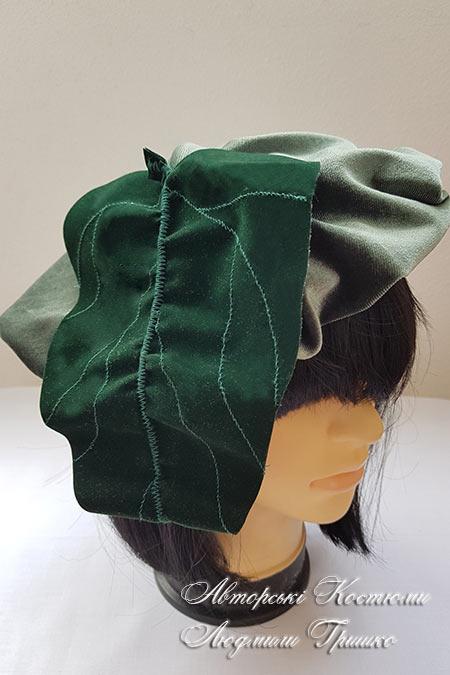 шапка с листом лопуха