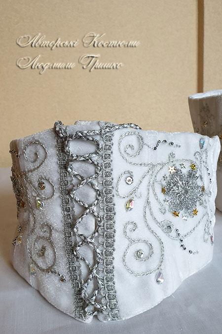 карнавальный корсет с ручной вышивкой серебристой нитью, пайетками и стразами