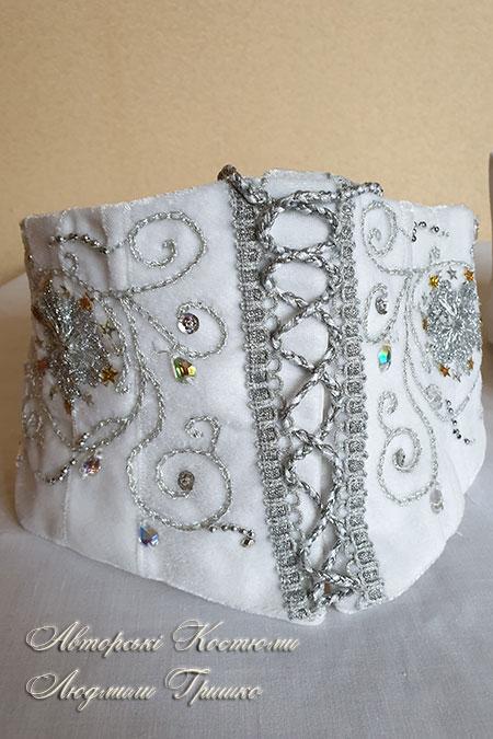 новогодний корсет с передней шнуровкой и ручной вышивкой