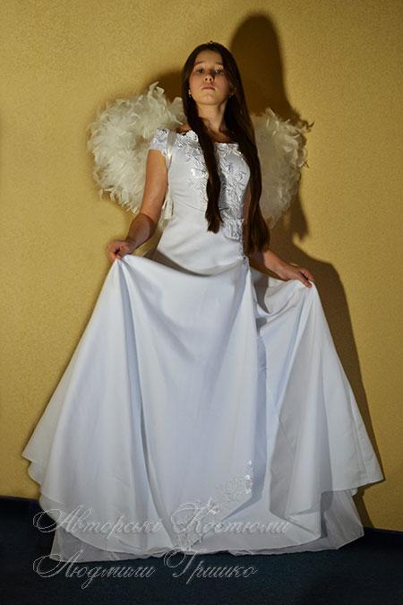 белое платье и крылья ангела